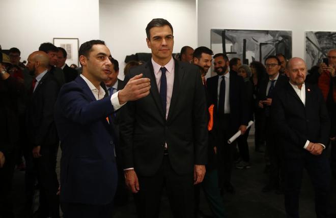 El presidente del Gobierno, Pedro Sánchez, durante su visita a feria de arte ARCO