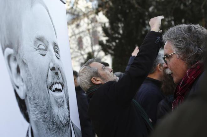 El diputado de ERC Joan Tardà, frente a un retrato de Oriol Junqueras en el Tribunal Supremo