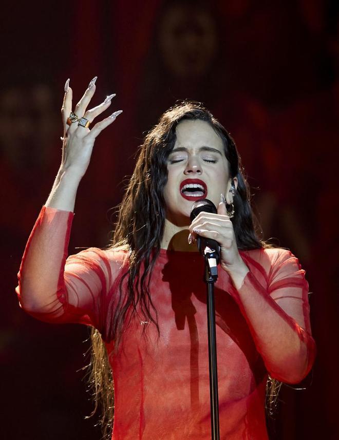 La cantante Rosalía durante la Gala de los Goya.