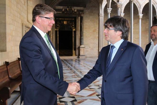encuentro el 30 de junio de 2017 del entonces presidente de T-Systems Reinhard Clemens con Puigdemont y Junqueras.