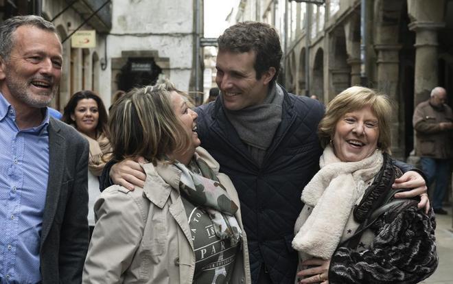 El presidente del PP, Pablo Casado, durante su paseo por las calles de...