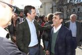 El presidente del PP, Pablo Casado, junto al ganadero de bravo y...