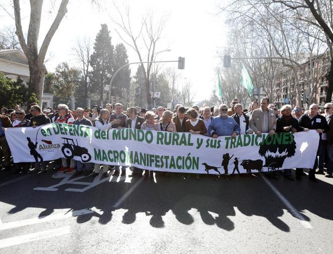 Un instante de la manifestación de ayer en Madrid de organizaciones...