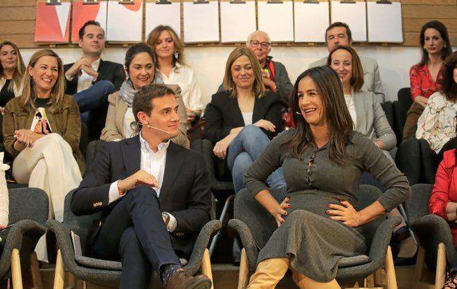 El presidente de Ciudadanos, Albert Rivera, junto a la candidata en Madrid, Begoña Villacís
