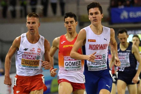 Lewandowski (izda.), Gómez e Ingebrigtsen, en la final de 1.500.