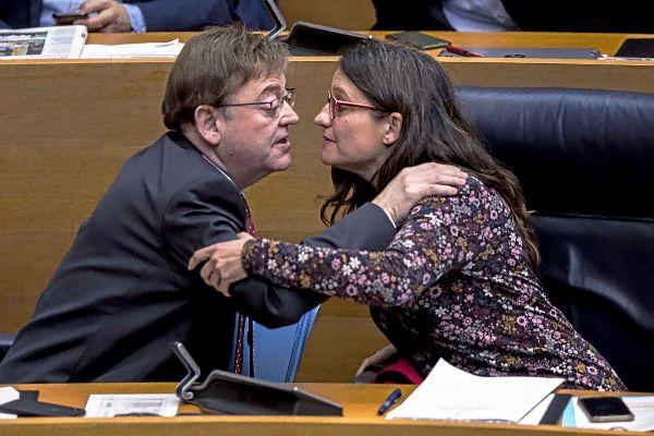 El presidente de la Generalitat, Ximo Puig, y la vicepresidenta, Mónica Oltra, en las Cortes Valencianas.