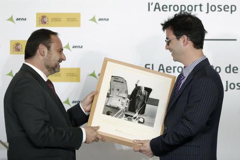 """José Luis Ábalos  en el Aeropuerto """"Josep Tarradellas-Barcelona-El Prat""""."""