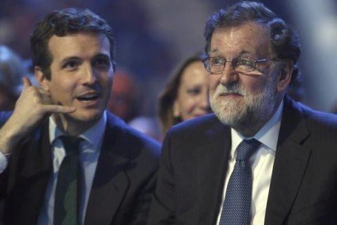 El presidente del PP, Pablo Casado, y el ex presidente del Gobierno, Mariano Rajoy, en la convención del PP del pasado enero