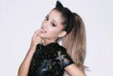 Ariana Grande va (casi) desnuda