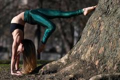 El Gobierno estudia incluir el yoga en la lista de pseudoterapias
