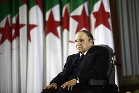Urge un cambio de régimen en Argelia
