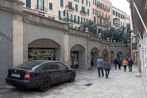 Locales municipales clausurados en la Costa de Sant Domingo.