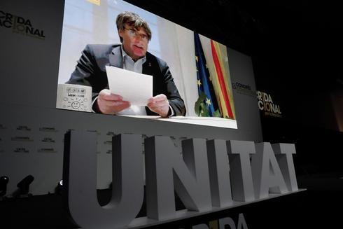 El ex president Carles Puigdemont interviene por videoconferencia en...