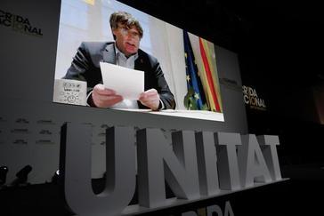 El ex president Carles Puigdemont interviene por videoconferencia en un acto de la Crida, en enero