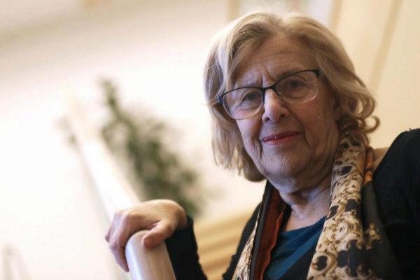 La alcaldesa de Madrid, Manuela Carmena, posa en un primer plano.