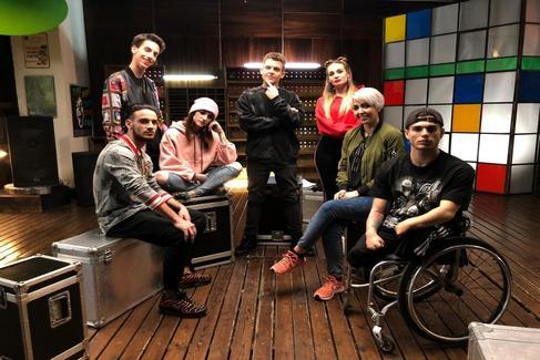 De izquierda a derecha, Rakso, Bruno, Laia, Arkano, Cristina, Judit y Óscar.