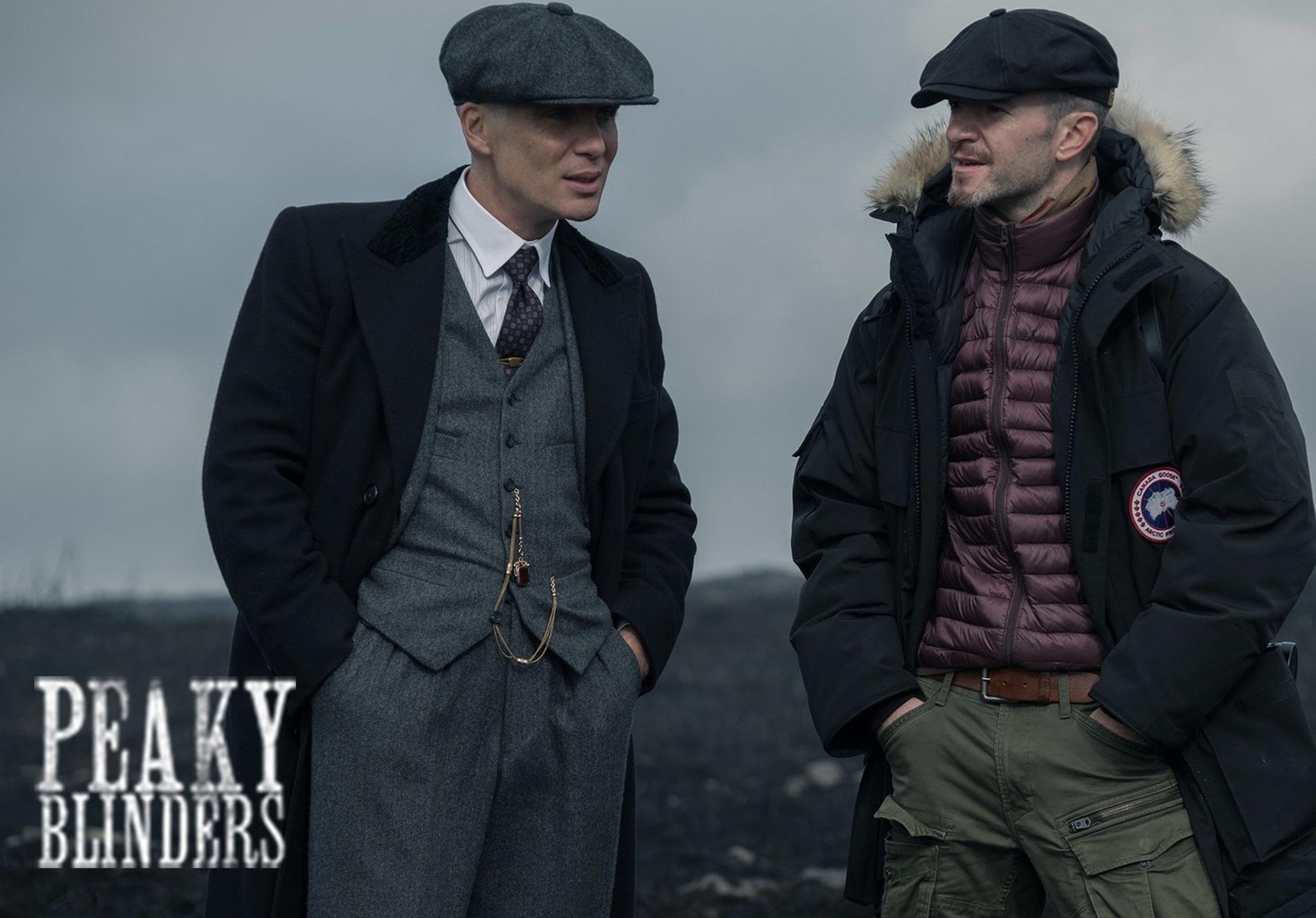 Cillian Murphy (Thomas Shelby) y Anthony Byrne en el rodaje de la...
