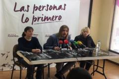 Pilar Baeza, junto al líder regional de Podemos, Pablo Fernández.