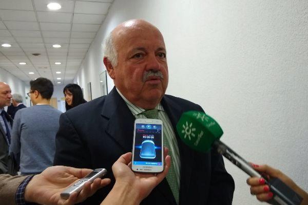 El consejero de Salud, Jesús Aguirre, atiende a la prensa en Madrid.