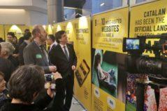 Carles Puigdemont visitando la exposición en el Parlamento Europeo