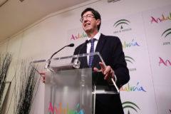 El vicepresidente y consejero de Turismo durante la presentación del programa andaluz en la ITB.