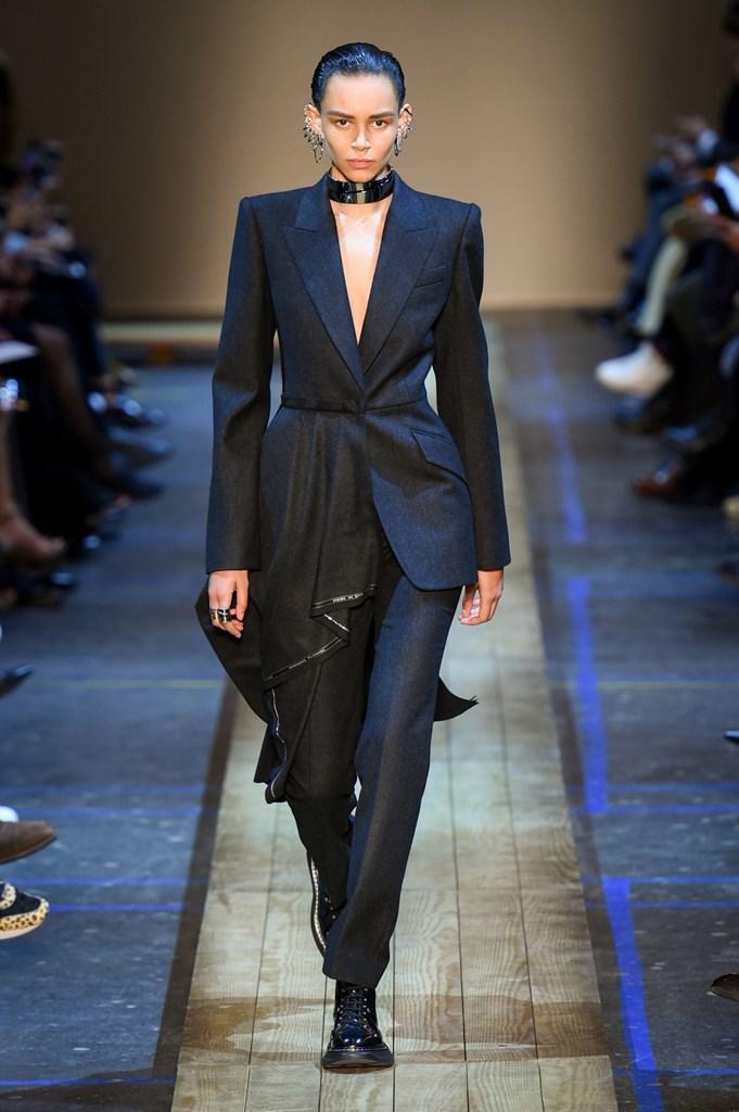Desfile de Alexander McQueen· Semana de la Moda de París ·...
