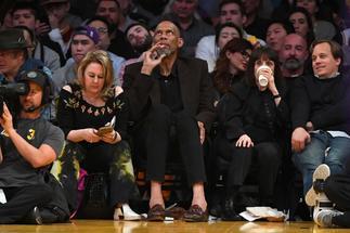 Jabbar subasta cuatro de sus seis anillos de la NBA