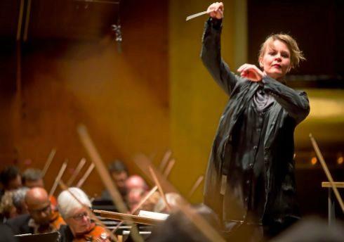 Susanna Malkki (Helsinki, 1969), con la Filarmónica de Nueva York (2015).
