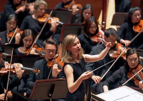 Mirga Grazinyte-Tyla (Vilna, 1986), con la Juilliard Orchestra.