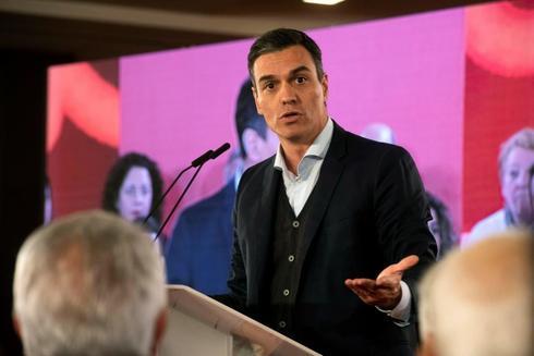 El presidente del Gobierno, Pedro Sánchez, durante un acto de precampaña en Granada