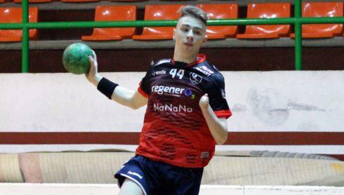 Ramiro Milano, en acción con el juvenil del Mislata.