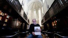 José Luis Menéndez a la biblioteca del Marq, on va presentar l'estudi que ha fet sobre la dècada d'excavacions a Ifac.