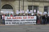 Concentración de los trabajadores de La Naval ante el Parlamento.