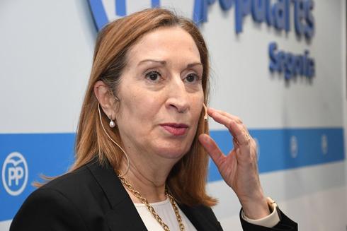 La presidenta del Congreso, Ana Pastor, en un acto del PP en Segovia