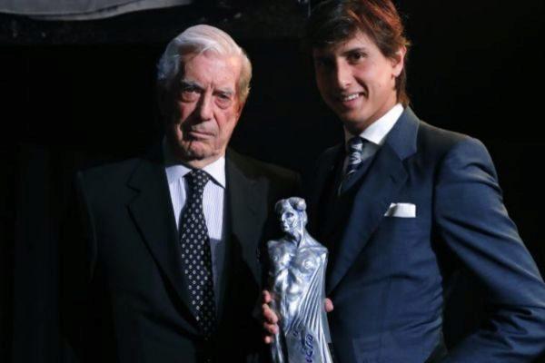 Roca Rey y Mario Vargas Llosa, el pasado lunes en Madrid.