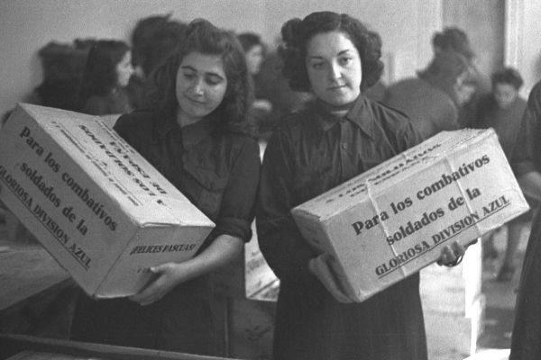 Imagen histórica de la Sección Femenina.