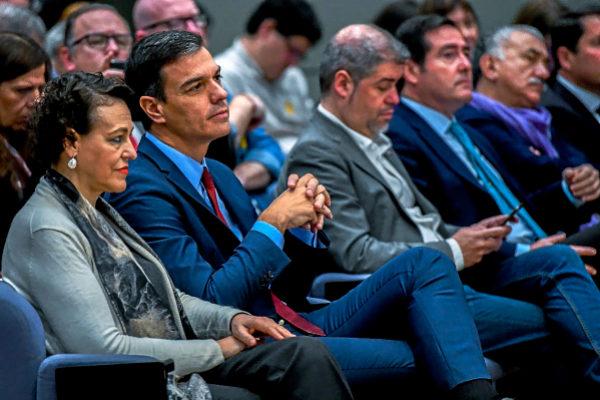 Magdalena Valerio, Pedro Sánchez, Unai Sordo (CCOO), Antonio Garamendi (CEOE) y Pepe Álvarez, ayer.