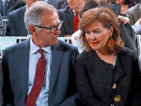 La vicepresidenta del Gobierno. Carmen Calvo, junto al ministro de Cultura, José Guirao, ayer, en el homenaje a Alborch.