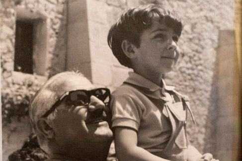 Pedro Zaragoza y su hijo Quico, hoy abogado, cuando era niño.