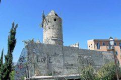 Uno de los molinos abandonados del barrio de Es Jonquet.