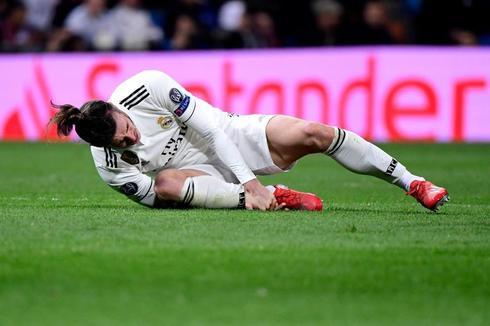 Gareth Bale, en el suelo, durante el partido contra el Ajax.