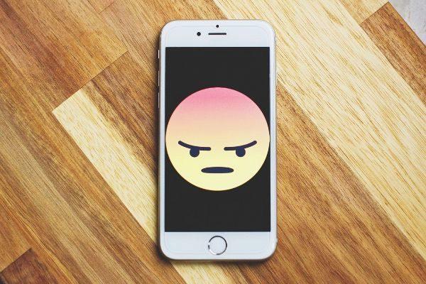 Duolingo y Yelp comparten tus datos con Facebook aunque no tengas cuenta