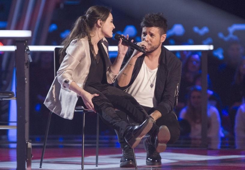 Miriam Fernández cantando Sin Miedo a Nada con Pablo López en La Voz