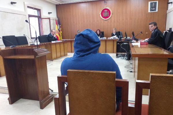 El acusado durante el juicio.