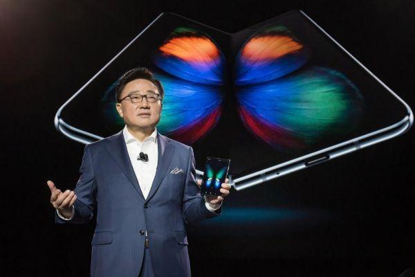 Samsung prepara nuevos diseños de teléfono plegable