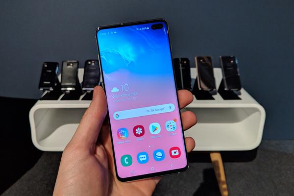 El Samsung Galaxy S10+, con sus antecesores detrás