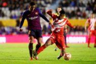 El debutante Todibo disputa un balón con Lozano.