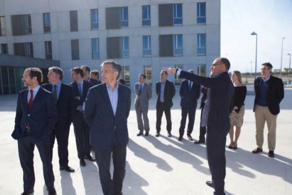 El rector de la UA, Manuel Palomar, ha sido el encargado de recibir al equipo directivo de Hidraqua en la visita del nuevo Parque Científico