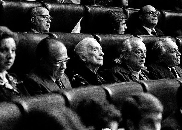 'La Pasionaria', en la bancada del PCE de las Cortes en 1977.