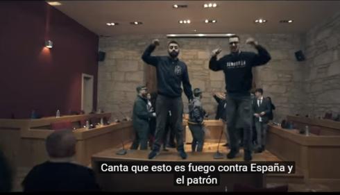 Videoclip independentista en el salón de plenos de un ayuntamiento gallego